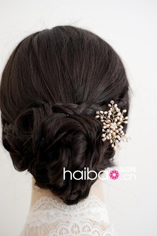 这些纯手工制作的新娘发饰,每一件都精致优雅,像是一件件艺术品.